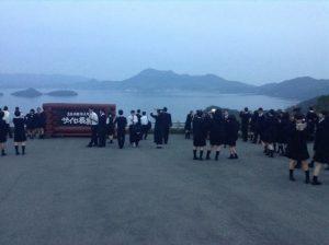 2日目。札幌、小樽の班別自由行動を終え、移動後、洞爺湖を眺めるサイロ展望台にて。